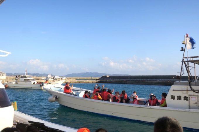 この日は伊江島の漁船4艘でクルージングに出港した。
