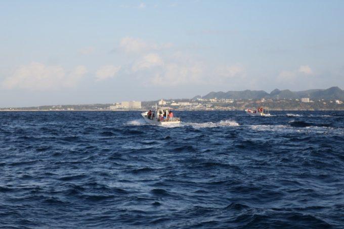 12月の伊江島沖は、そこまで波が荒くない。