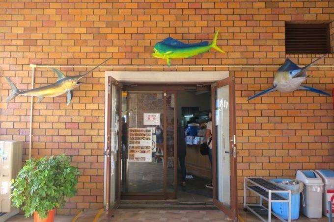 伊江島のフェリーターミナル2階にある「海人食堂」の入り口。