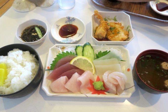 伊江島フェリーターミナル2階「海人食堂」刺身定食(1000円)