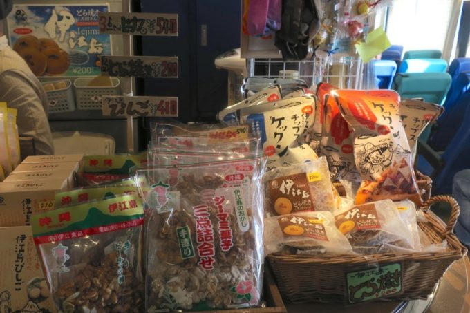 2度目の伊江島往来で利用したフェリーの売店には、伊江島名物が販売されていた。