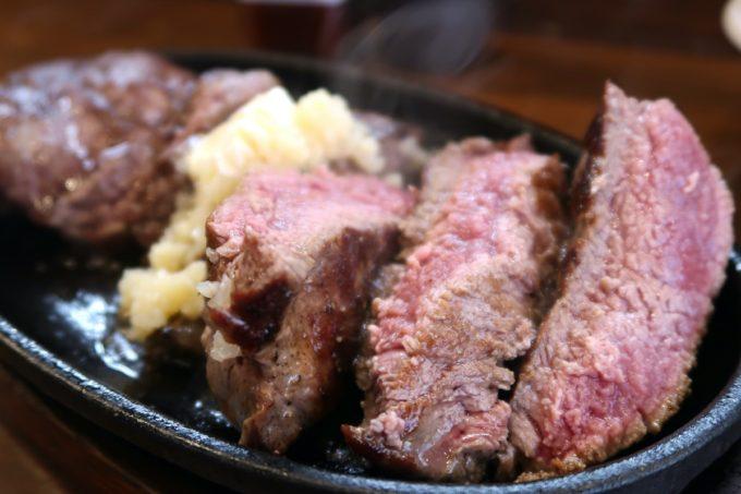 読谷「もつ焼き あぶさん」でランチのステーキ部位はミスジだ。