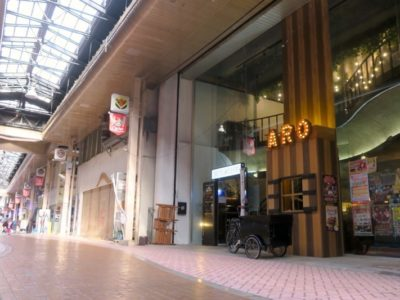 「アーケードリゾートオキナワ ホテル&カフェ」は沖縄市・一番街のアーケード街にある。