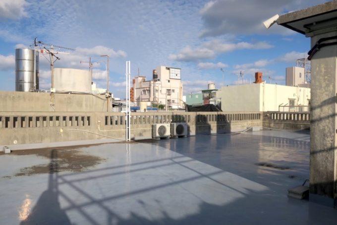 沖縄市「アーケードリゾートオキナワ ホテル&カフェ」の屋上にあるルーフトップパーク(その1)
