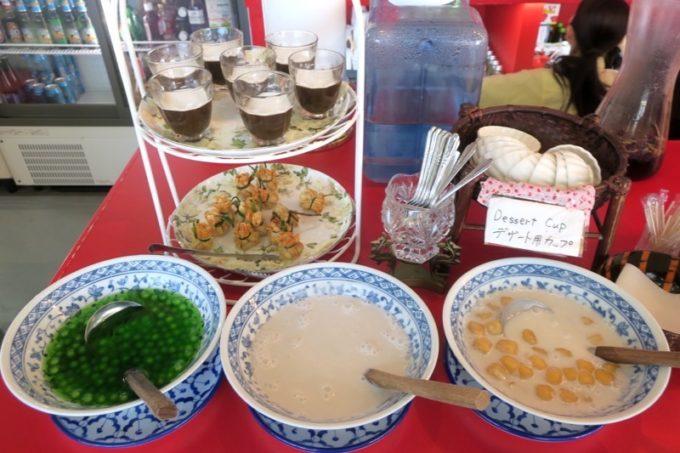 沖縄市「タイフードクラブ バカラ(Thai Food Club Baccara)」ランチブッフェのスイーツコーナー。