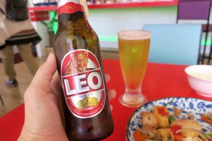 沖縄市「タイフードクラブ バカラ(Thai Food Club Baccara)」ランチでタイのビールLEO(1本400円)をいただく。
