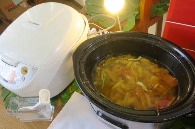 沖縄市「タイフードクラブ バカラ(Thai Food Club Baccara)」食べ放題ランチのこの日のカレーはグリーンカレー。