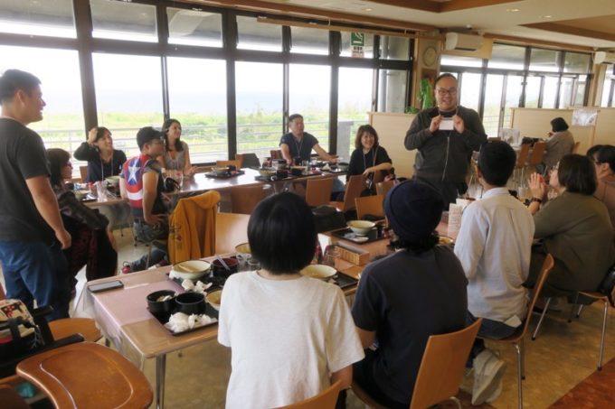 伊江島カントリークラブのレストラン「バーディーハウス」で、伊江島ブロガーツアーで一緒になった台湾ブロガーたちと自己紹介タイム。