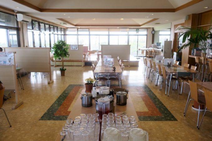 伊江島カントリークラブにあるレストラン「バーディーハウス」の店内。