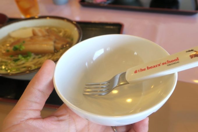 伊江島カントリークラブにあるレストラン「バーディーハウス」では子供用の食器類も貸し出してもらえる。