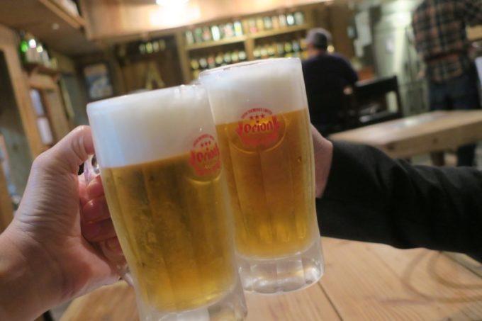 那覇・松尾「まいすく家」のビール(300円)で乾杯。