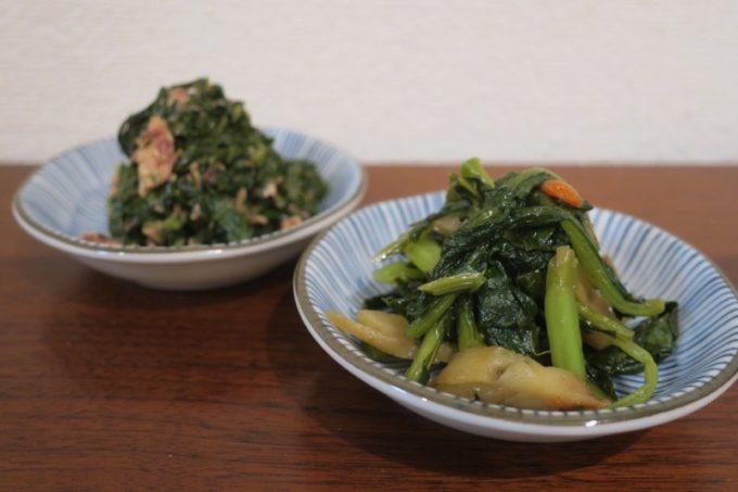 伊江島の野草・マーナのかまぼこ炒め(右)と、シーチキン炒め(左)