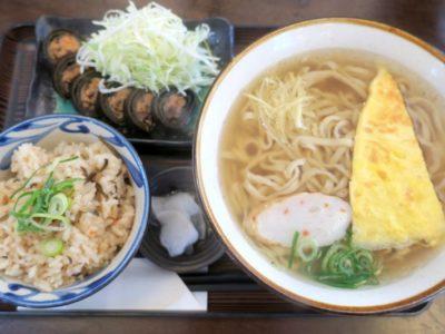 嘉手納「みよ家」さんまの昆布巻きセット(680円、麺大盛り+100円)