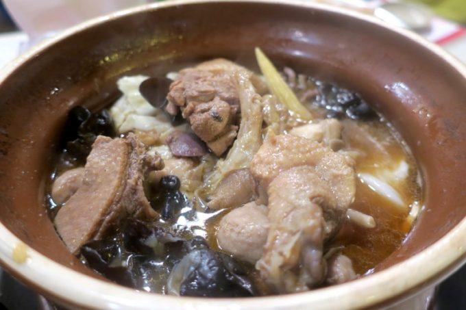 台湾・高雄「現殺霸味薑母鴨」食べても食べても減らない鴨鍋。
