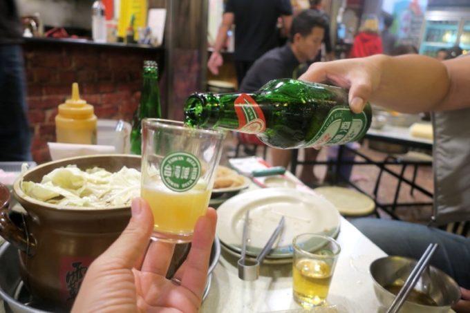 台湾・高雄「現殺霸味薑母鴨」鴨鍋がウマくて、ビールがすすむ。