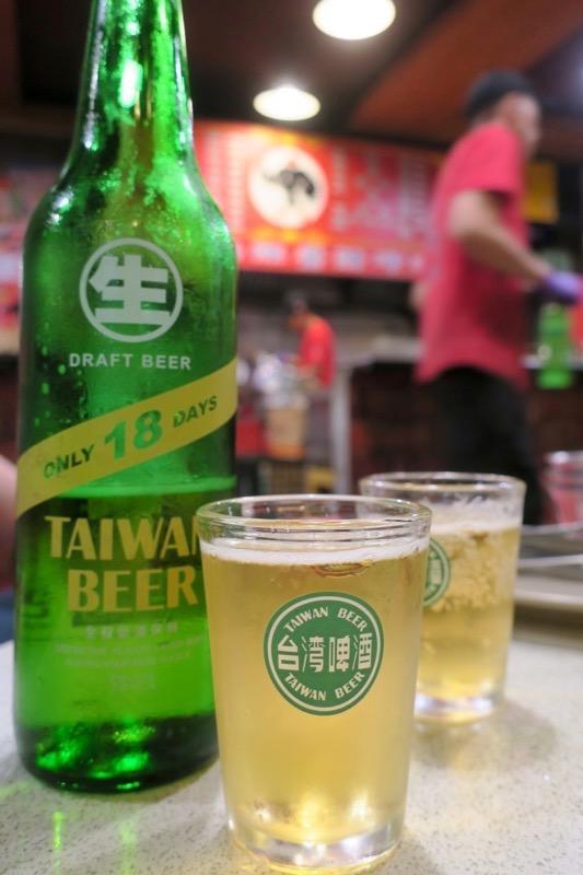 台湾・高雄「現殺霸味薑母鴨」で飲んだ製造18日以内の台湾ビール