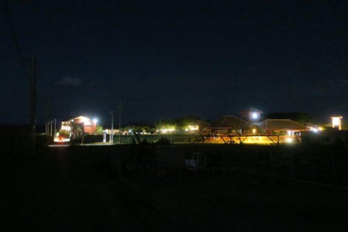 21時頃、読谷「ホテルむら咲むら」周辺は真っ暗になる。