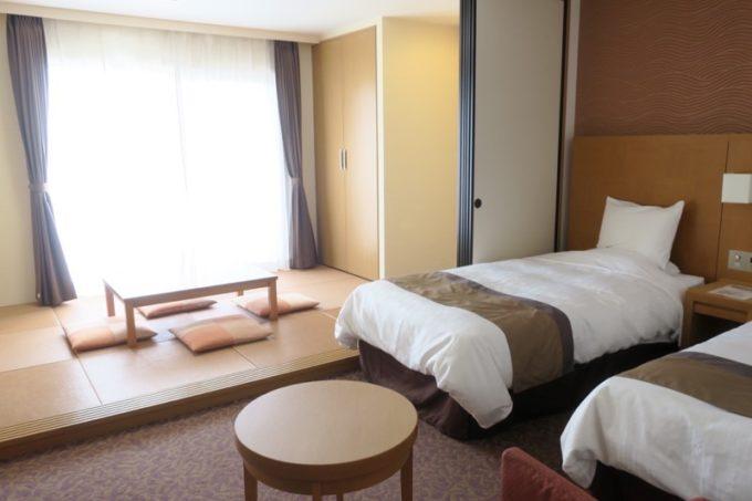 読谷「ホテルむら咲むら」和洋室Bタイプ(定員6人 42.5m2)に宿泊した。