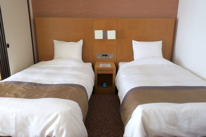 読谷「ホテルむら咲むら」和洋室Bタイプ(定員6人 42.5m2)のツインベッド