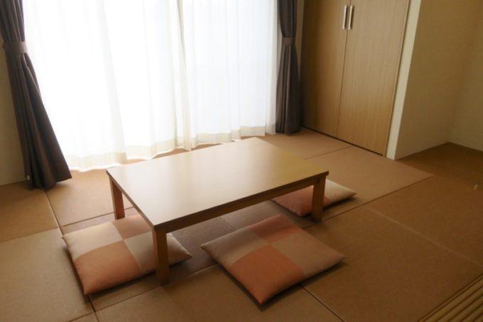 読谷「ホテルむら咲むら」人 42.5m2)の和室。