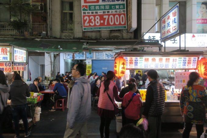 台湾・高雄の「六合夜市」の黄家小館の屋台