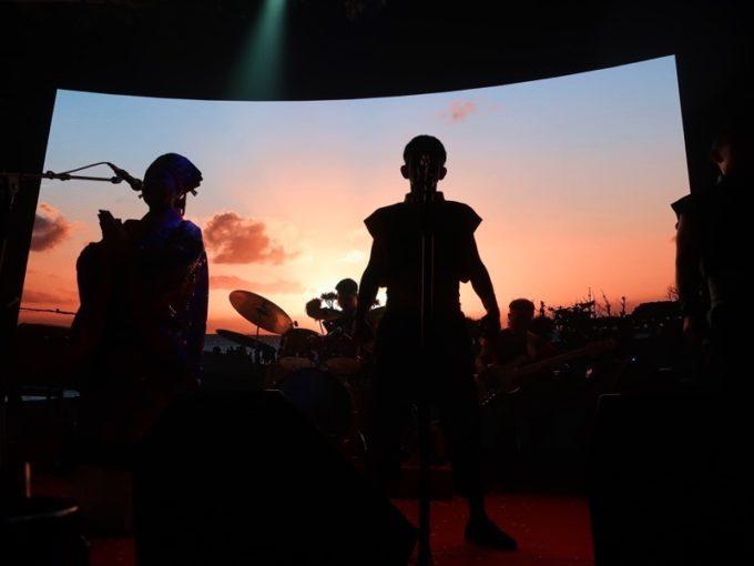 北谷・美浜「りんけんバンドショウ」の美しい映像は照屋林賢さんによる撮影。