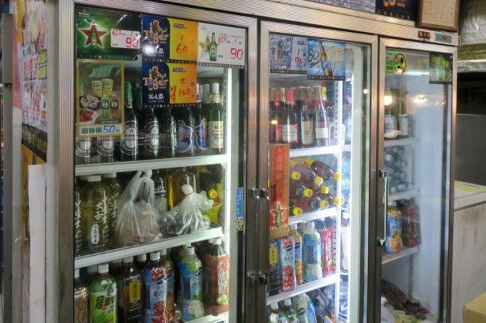 台湾・高雄「水源羊肉爐」はビールがセルフサービス。