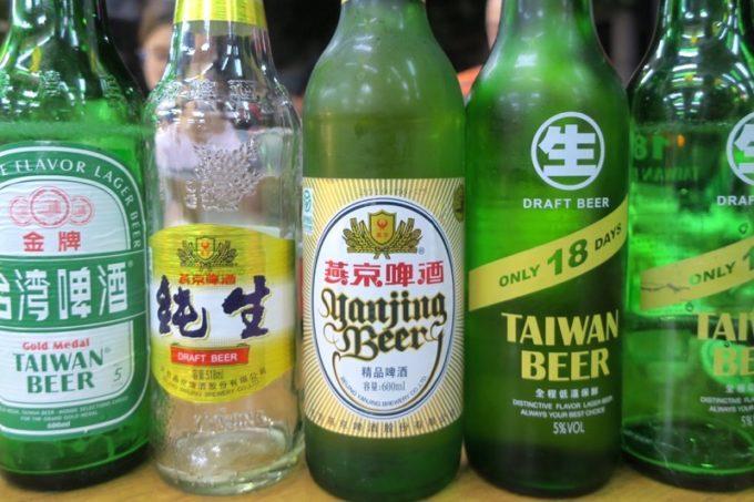 台湾・高雄「水源羊肉爐」で飲んだ台湾ビールの数々。