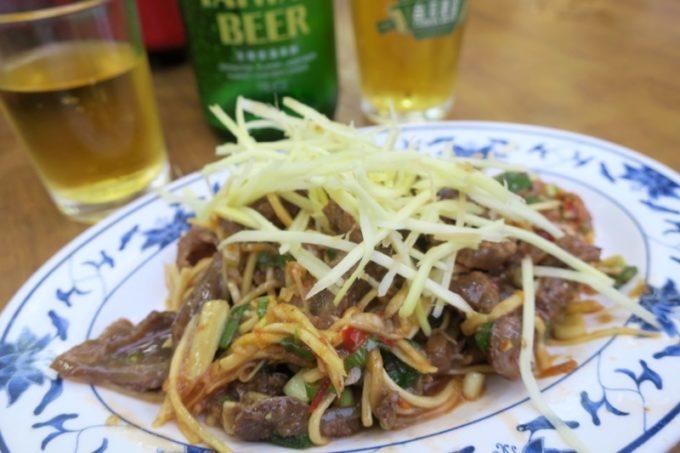 台湾・高雄「水源羊肉爐」千切り生姜をたっぷり乗せた涼拌羊筋(TWD100)
