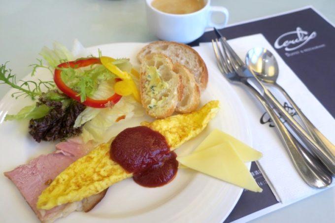 台湾・高雄「リーズホテル(麗尊酒店)」艾可柏菲(CERCLE)の朝食ビュッフェで食事(その1)
