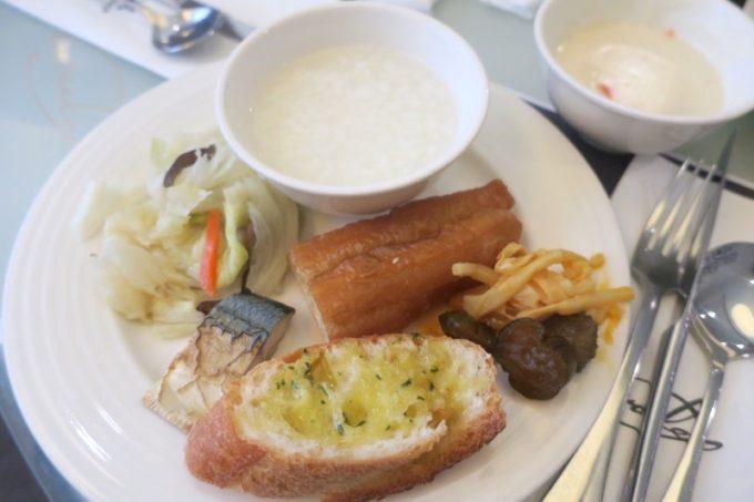 台湾・高雄「リーズホテル(麗尊酒店)」艾可柏菲(CERCLE)の朝食ビュッフェで食事(その3)