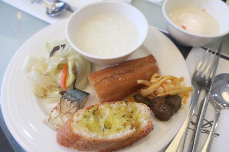 台湾・高雄「リーズホテル(麗尊酒店)」艾可柏菲(CERCLE)の朝食ブッフェで食事(その3)