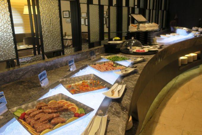 台湾・高雄「リーズホテル(麗尊酒店)」艾可柏菲(CERCLE)の朝食ビュッフェのアペタイザーコーナー
