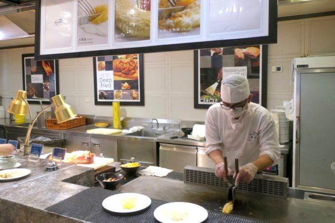 台湾・高雄「リーズホテル(麗尊酒店)」艾可柏菲(CERCLE)の朝食ビュッフェのライブキッチン