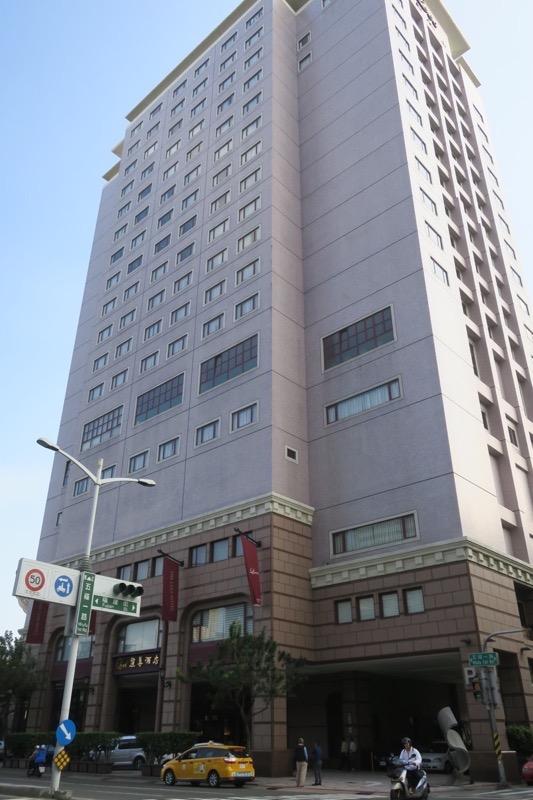 台湾・高雄「リーズホテル(麗尊酒店)」の外観(昼間)。