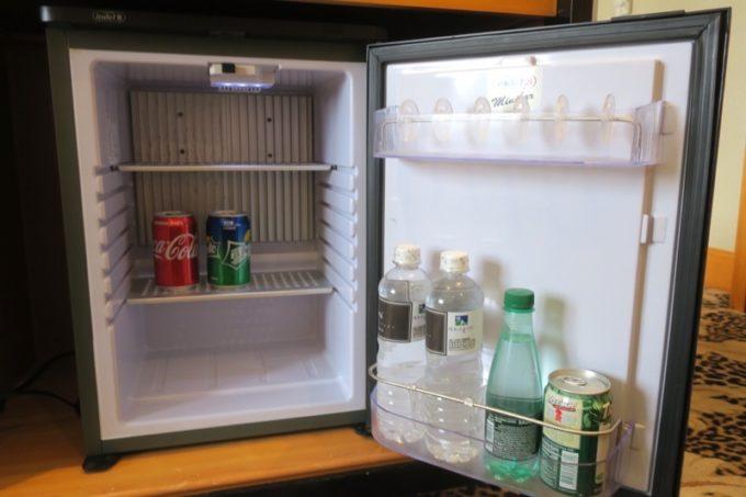 台湾・高雄「リーズホテル(麗尊酒店)」デラックスダブルルームの冷蔵庫内。