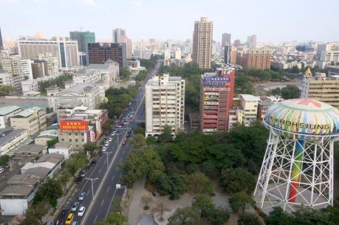 台湾・高雄「リーズホテル(麗尊酒店)」20階エレベーターホールから東向きの眺め。