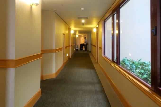 台湾・高雄「リーズホテル(麗尊酒店)」客室フロアの廊下。