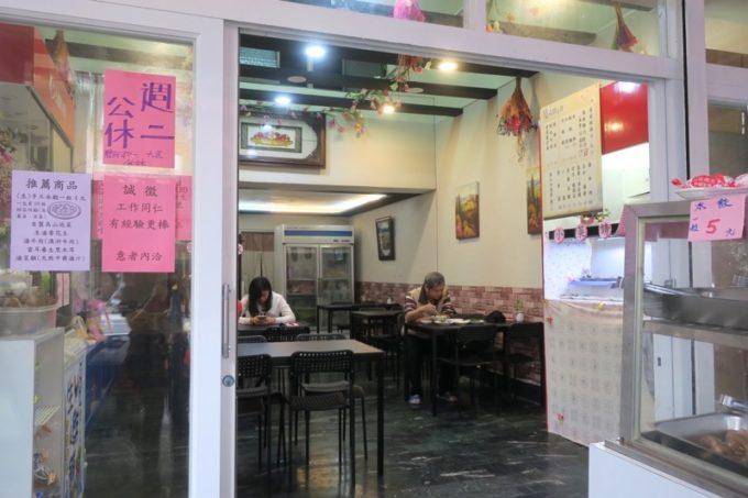 台湾・高雄「廈門麵食館」の店内で食べて帰ることもできる。