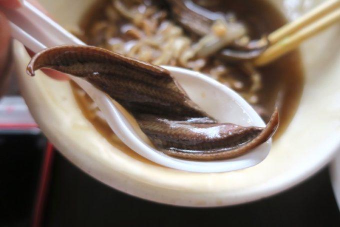 台湾・台南「阿輝炒鱔魚」鱔魚意麵煉に入ってたタウナギ。