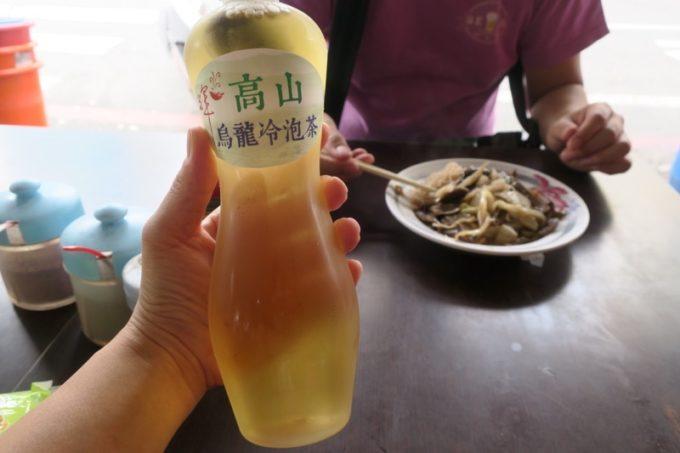 台湾・台南「阿輝炒鱔魚」で飲んだ高山烏龍冷泡茶(TWD30)