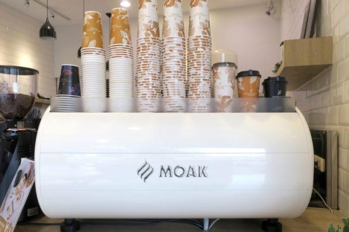 台湾・高雄「百瓦哥咖啡」にはMOAKの業務用エスプレッソマシンが置かれていた。