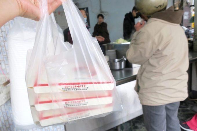 台湾・高雄「錦田肉燥飯」でテイクアウトをした。
