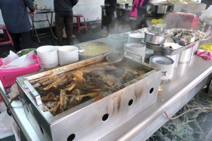 台湾・高雄「錦田肉燥飯」煮込まれた魚がおいしそう。