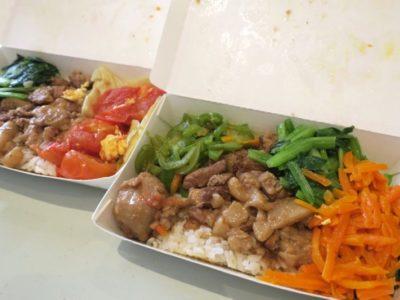 台湾・高雄「錦田肉燥飯」でテイクアウトした肉燥飯(ローザオハン、TWD30)に小菜(大份TWD20)と貢丸(TWD5)をトッピング。