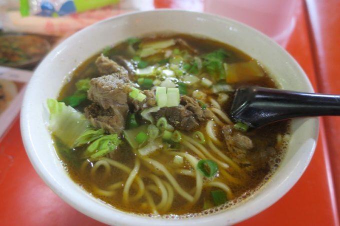 台湾・高雄の「六合夜市」の黄家小館で食べた牛肉湯麺(TWD100)