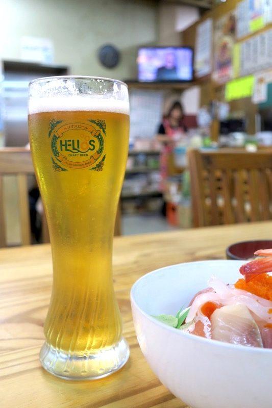 那覇・牧志公設市場2階「お食事処さくら亭」で飲んだヘリオス酒造のゴーヤードライ(450円0