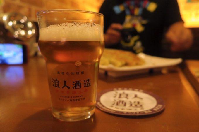 台湾・高雄「浪人酒造(Surfer Brewery)」一波入魂IPA(TWD200)は台湾唯一のハンドポンプで注ぐイングリッシュタイプ。