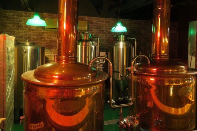 台湾・高雄「浪人酒造(Surfer Brewery)」の店内には醸造設備があるが、今は使っていない。