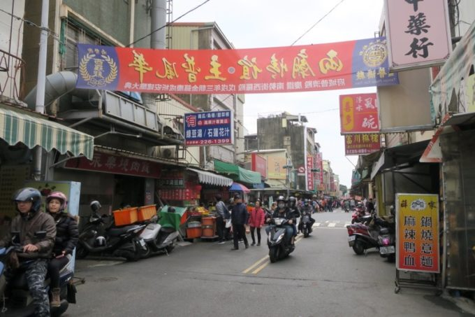 台湾・台南「鴨母寮市場」から永楽市場付近へ向かった。